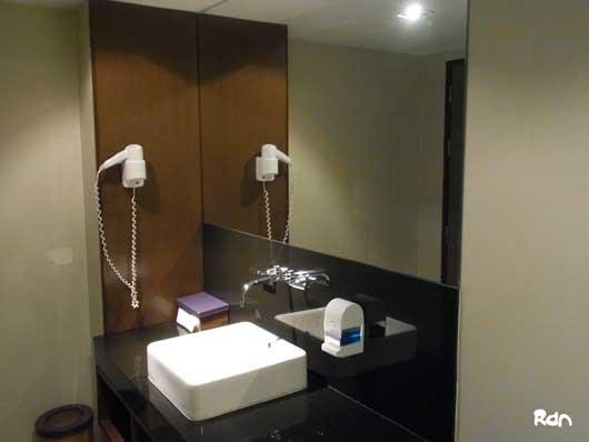 thai_lounge_shower2.jpg